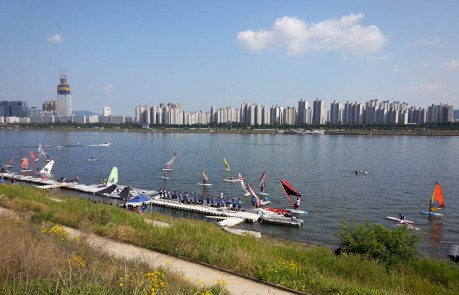 Watching windsurfing lessons on the Han River in Seoul.