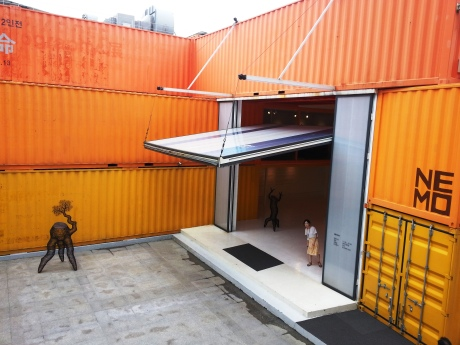 I stumbled upon this amazing gallery made out of shipping containers in Seoul. On display was an artist named Lee Gil Rae who makes tree-like sculptures out of metal.