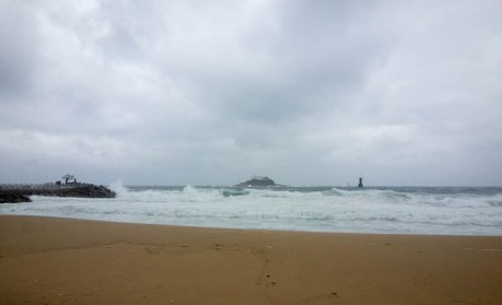 Wild waves on Sokcho Beach.