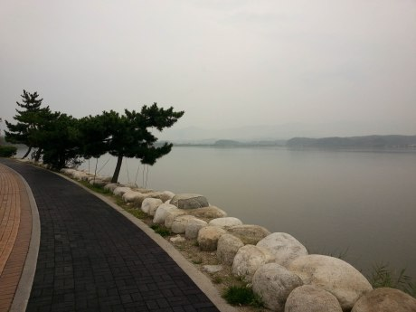 The lovely path that wraps around the tranquil Gyeongpo Lake.