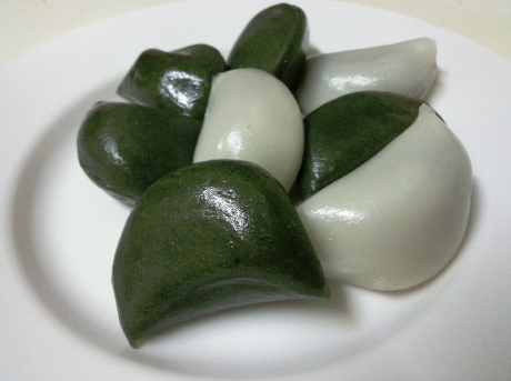 Traditionally, families gather on the eve of Chuseok to make songpyeon, small rice cakes filled with a puree of sesame seeds, chestnuts and sweet red beans. They are usually steamed with a layer of pine needles.