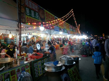 There was a pepper festival in Eumseong on the street right outside my apartment building last week. This is the liveliest I've ever seen this town.