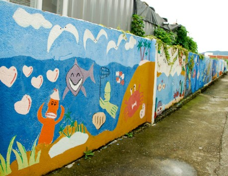 All of the alleyways in Gujora Village on Geoje Island were brightly painted. SpongeBob SquarePants even makes an appearance.