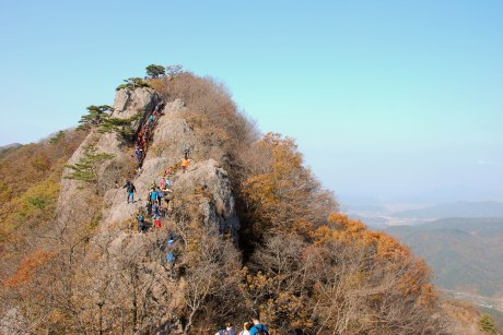 Another crowded day of hiking, this time at Naejangsan National Park.
