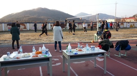 The staff at my small school has been playing volleyball against the staff at nearby schools on Wednesdays. Volleyball, like many events in Korea, is of course accompanied by food and alcohol. This happens at 3 in the afternoon when students are still at school. A little different that school activities back home.