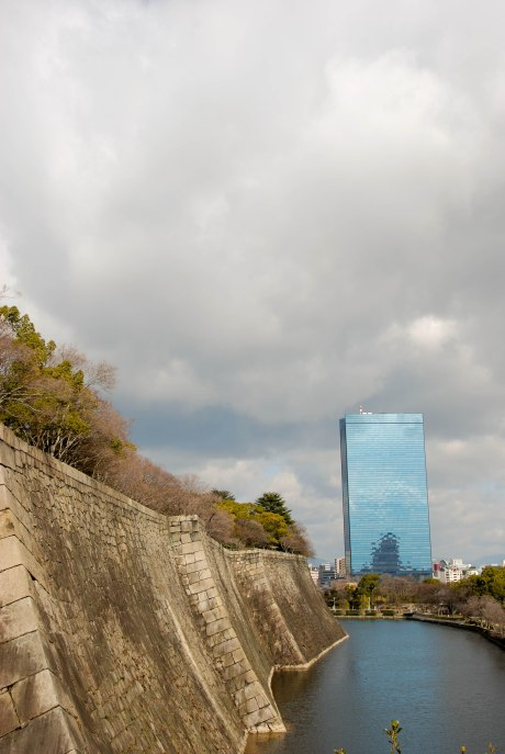 The moat and wall around Osaka Castle.